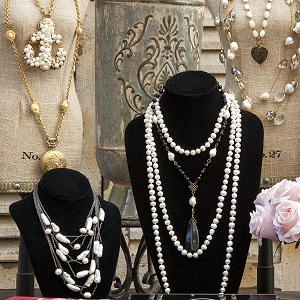 Jewelry Beautiful and Unique Necklases, Rings and Bracelets